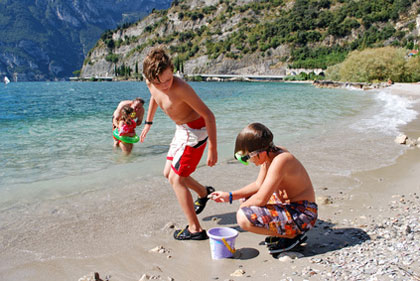 Kinder am Gardasee Strand